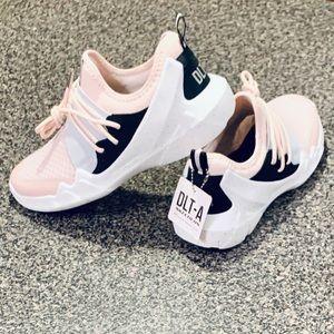 Skechers sneakers! Rare colors!